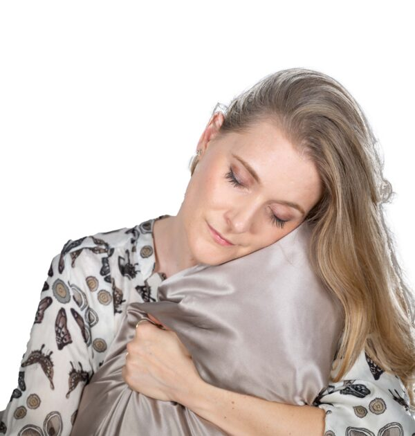 The benefits of silk pillowcases for skin and hair